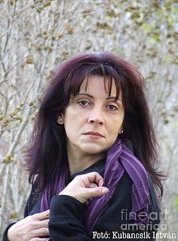 Erika Kallai by Stephan Kubancsik