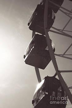Fremantle Ferris Wheel  by Cassandra Buckley
