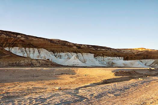 Mountains in the desert. by Alexandr  Malyshev