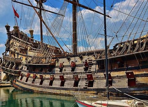 Neptune ship in Genova  - Genoa by Dany Lison