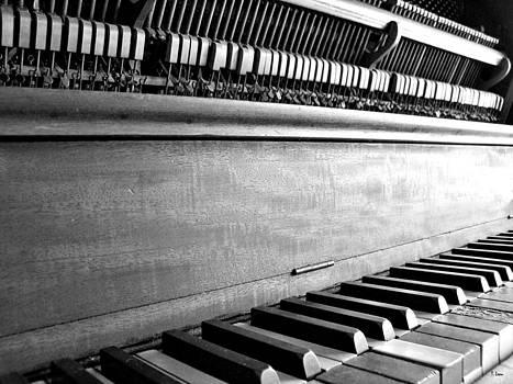 Piano by Thomas Leon