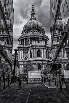 St.Paul's by Stuart Gennery