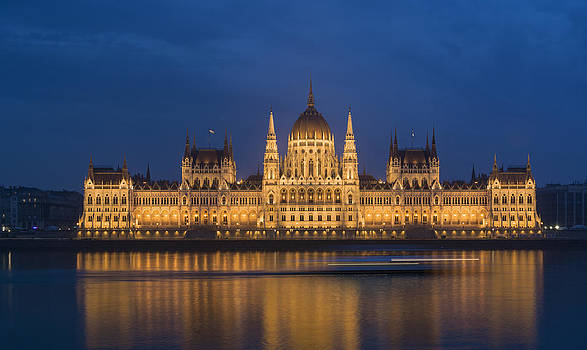 The Hungarian Parliament Building by Ayhan Altun