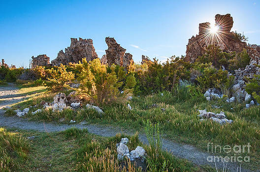Jamie Pham - Beautiful view of the strange Tufa Towers of Mono Lake.