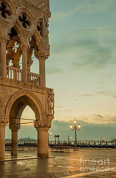Doge's palace by Mats Silvan