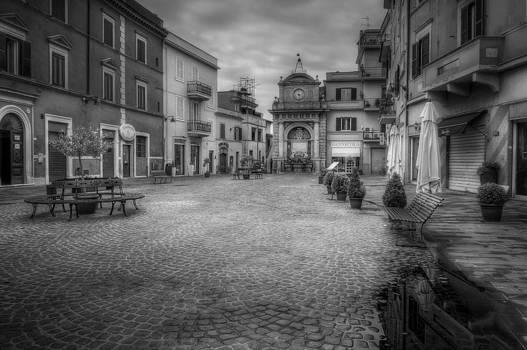 Italian square by Leonardo Marangi