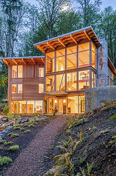 Modern house in woods by Will Austin