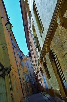 Narrow street in Aix en Provence by Dany Lison