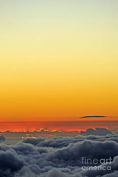 Sami Sarkis - Above cloudscape at sunset