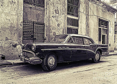 Vintage car by Sergey Korotkov