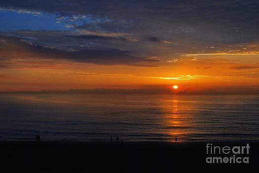 6AM at Virginia Beach by Floyd Menezes