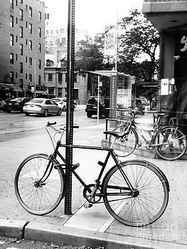 A bike in NYC by Robin Coaker