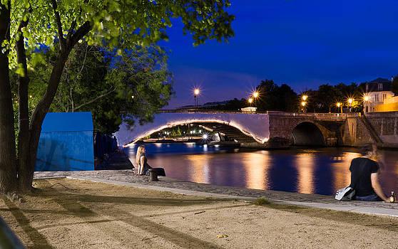 A bridge at night in Paris by Remi Petiot