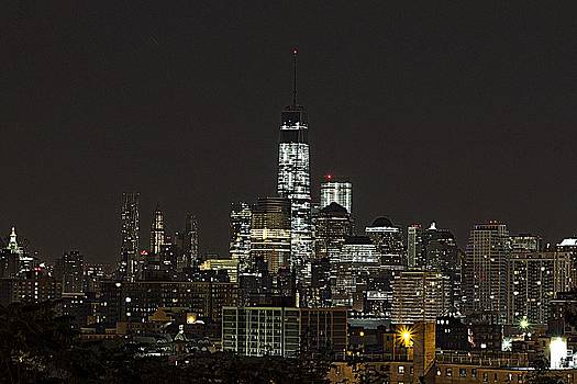 A glimpse into Manhattan by Thomas Mack