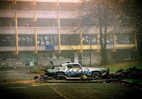 Abandoned car by Greetje Kamps