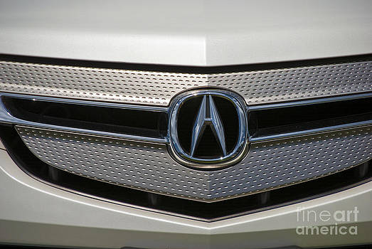 David  Zanzinger - Acura Grill Emblem Close up