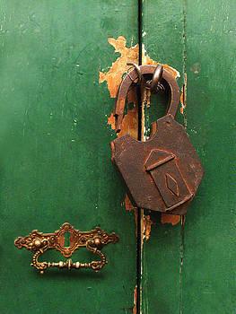 Xueling Zou - An Old Rusty Lock