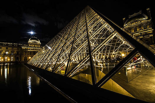 Angles and lines of the Louvre's glass pyramid with a full moon by Sven Brogren