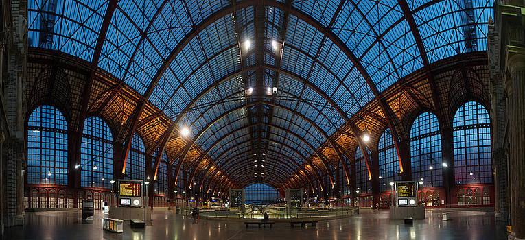 Antwerp Central Trainstation by Erik Tanghe