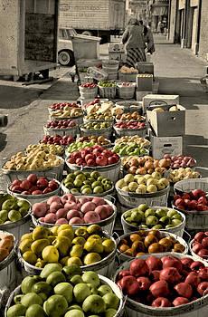 Apples by Laura Schramm-Behnke