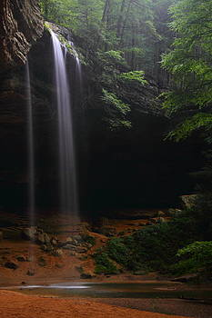Ash Cave Falls at Hocking Hills State Park by Jetson Nguyen