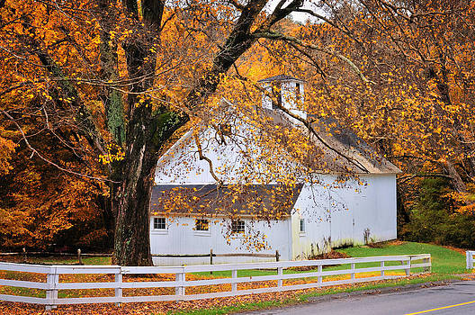 Thomas Schoeller - Aspetuck Barn - Autumn in Connecticut