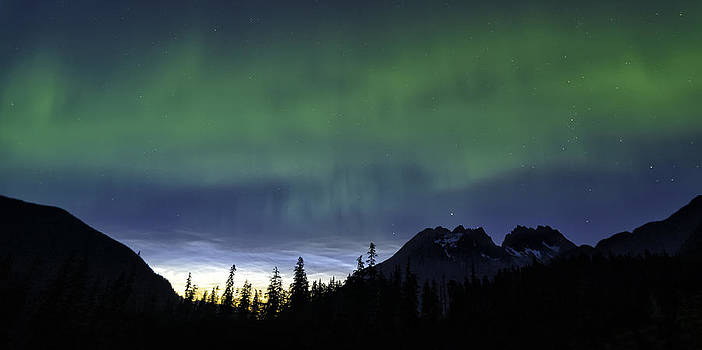 Aurora over Midnight Sunset by Lisa Hufnagel