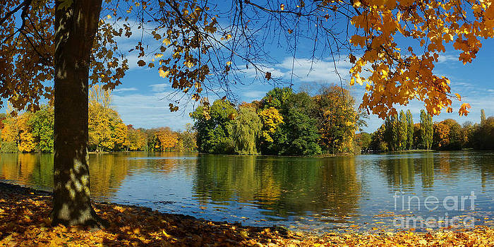 Autumn In The Park 2 by Rudi Prott
