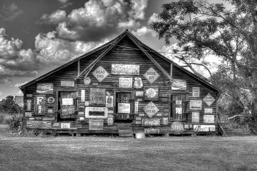 B and W Country Barn by David Kittrell