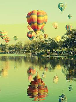 Balloon Classic by Michelle Frizzell-Thompson