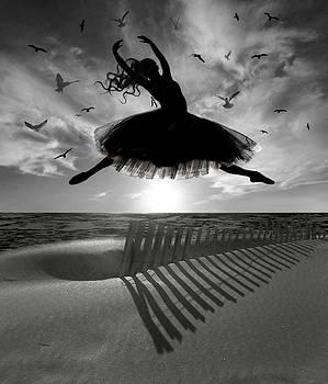 Nina Bradica - Beach Ballerina