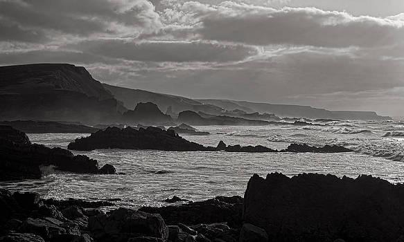 Beaches near Hartland by Pete Hemington