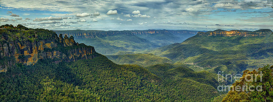 Beauty - Jamieson Valley Blue Mountains by Philip Johnson