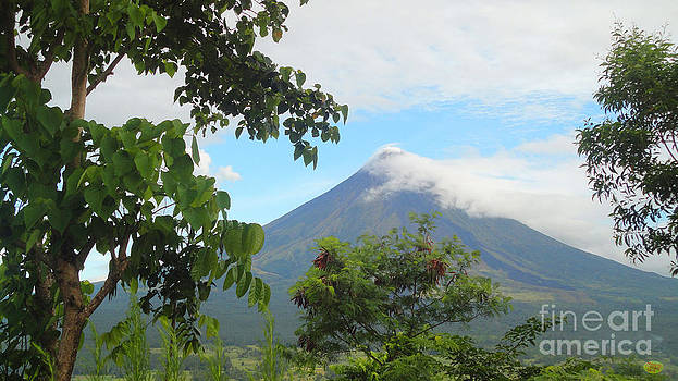 Beauty Of Mayon by Manuel Cadag
