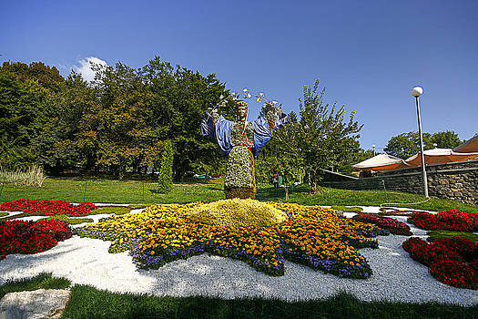Matt Create - Berehynia in Flowers