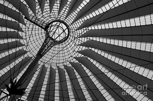 Berliner Abstraction in Black and White by Danny Motshagen
