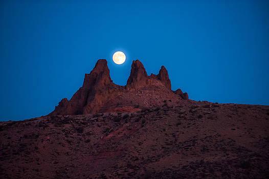 Between The Peaks by Randy Giesbrecht