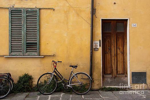Bicycle in Pisa by Amy Bynum