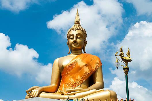 Big Buddha Statue by Chaiyaphong Kitphaephaisan