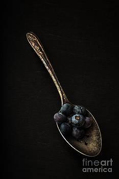 Edward Fielding - Blueberries on silver spoon