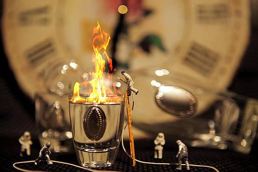 Brandy prende fuoco per cause misteriose by Toni Polinni