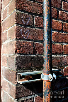 Gwyn Newcombe - Brick Love