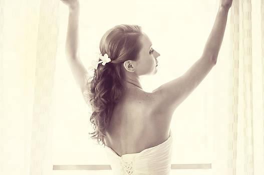 Jenny Rainbow - Bride at the Window