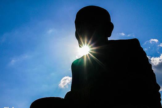 Buddha statue by Atichart Wongubon