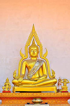 Buddha Statue by Keerati Preechanugoon