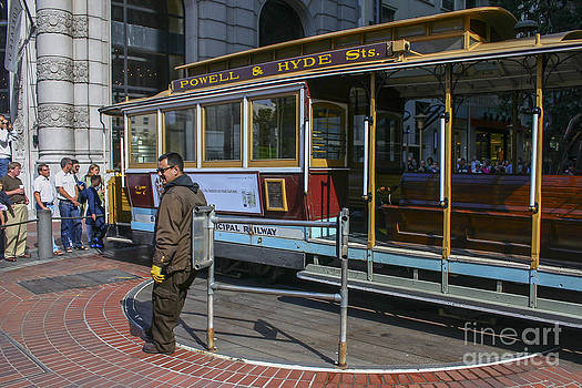 Patricia Hofmeester - Cable car Turnaround