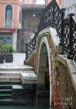 Campo San Provolo Venezia by Waverley Dixon