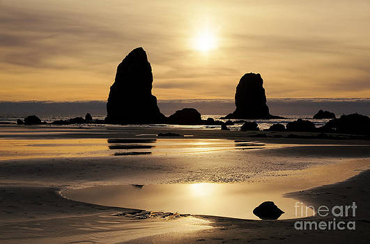Charmian Vistaunet - Cannon Beach Sunset