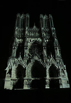 Cathedral of Reims at night by Erik Tanghe