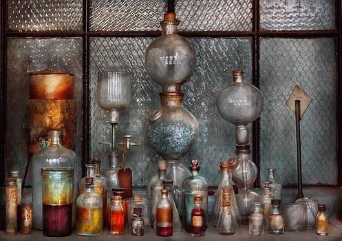 Mike Savad - Chemist - The Apparatus